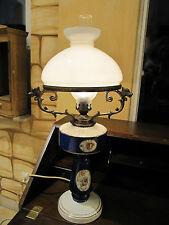 Antike große Petroleumlampe, elektrizifiziert