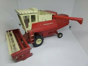 International Harvester Hydrostatic Combine 15 inch Ertl Works Made In USA.