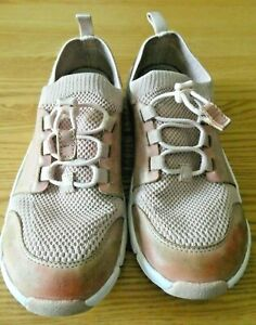 Clarks Pinky Peach Girls Trainer Style Shoe 2.5  F Leather & Fabric
