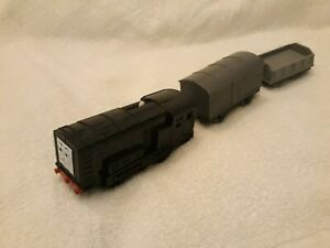 Thomas Trackmaster Diesel Train with matching trucks RARE Battery operated