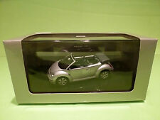 AUTOART 1:43 NEW BEETLE CABRIO -  ZILVER  METALLIC  59758  - IN  ORIGINAL  BOX