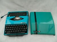 Smith Corona GT Design by Ghia Portable Typewriter w/ Case Teal / Turquoise