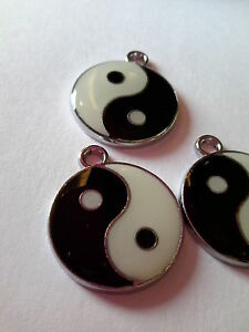 10 YING YANG ENAMEL CLIP-ON CHARM PENDANTS FOR CRAFT WORKS AND JEWELRY MAKING.