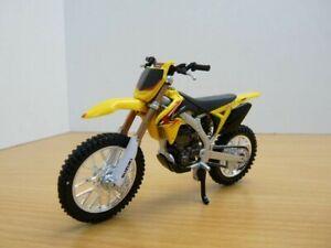 MOTO SUZUKI RM-Z450 jaune & noir 1/18