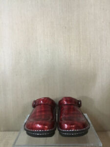 Alegria Seville Cherry Cube Size 7 Red Patent Clogs