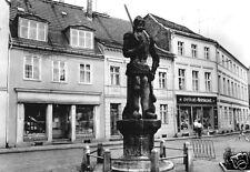 """AK, Perleberg, Straßenpartie mit Roland, """"delikat""""-Geschäft, 1981"""