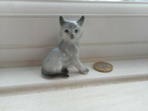 CAT - BEAUTIFUL MINIATURE POTTERY GREY WITH DARK POINTS, SITTING GREY CAT