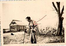 10135/ Originalfoto 6x9cm, Soldat, Wintertarn, MP 40