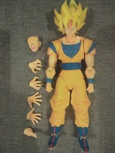 Tamashii Nations S.H. Figuarts - Dragon Ball Z Super Saiyan Son Goku - Authentic