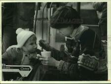 1988 Press Photo Meg and Mallory Hohm on Armory Square for Winterfest