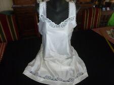 jolie combinaison&fond de robe vintage jolie dentelle T54 fait que 50 ref 28BC