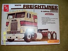 AMT/Matchbox White Freightliner cabover, open, missing parts
