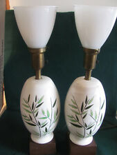 PAIR OF CERAMIC BANQUET 3 WAY TABLE LAMPS W LEAF DESIGN