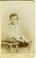 Grandjean PARIS un enfant surpris prend la pose CDV photo circa 1900