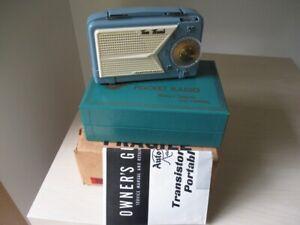 Tom Thumb 1956 USA miniature portable Valve Radio with box