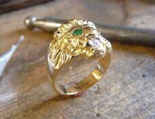 Bague or tête de lion Marjan avec yeux émeraude et diamant dans la gueule