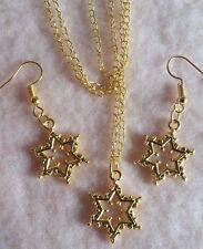 Placcato oro con motivi a Stelle Collana Grande Ciondolo e Orecchini Set + Sacchetto Regalo BELLA