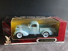 Road Signature 1937 Studebaker Coupe Express Pickup Truck 1:18 Scale Diecast Car