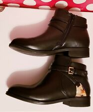 Womens shoes size 6 wide black ankle leather bootsAll day comfortable.