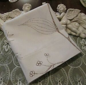 COUNTRY COTTAGE BROWN & CREAM - A SIMPLE COUNTRY FLORAL TREE PILLOWCASE - NEW