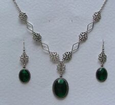 LACY FILIGREE VICTORIAN STYLE EMERALD GREEN ACRYL CRYSTAL SILVER P NECKLACE SET