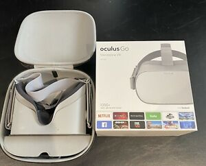Oculus Go 64GB VR Headset with Case And Original Box Gently Used