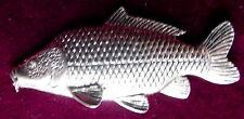 Peltre detallada común de pesca de carpa Broche Pin