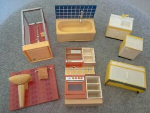 Vintage Dolls House Bathroom and Kitchen Furniture 7 Pieces