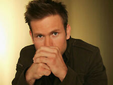Matthew Davis UNSIGNED photo - G1220 - Legally Blonde and The Vampire Diaries