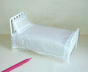 Miniature Twin White Metal Bed w/Foam Mattress, Coverlet, Pillow: DOLLHOUSE 1:12