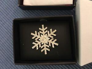 AVON Holiday Snowy Shimmer Pin NEW