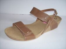 New CLARKS Women's light brown leather wedge sandals US Sz 12N/M