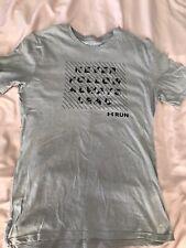 Repara Under Armour camiseta pequeña