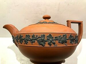 C1810-20 WEDGWOOD ROSSO ANTICO TEAPOT - NEO-CLASSICAL W/BLACK FRUIT FLORAL PERF.
