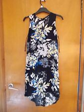 F+F Sleeveless Scoop-Neck Floral Mullet Hem Shift Dress 6 Black Mix BNWT