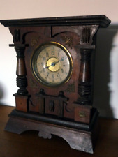 La madelon de la victoire speeldoos in mooie antieke Franse houten klok.