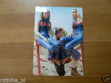 F100- STEFAN EVERTS WITH 2 GIRLS 2001 YAMAHA L&M MOTOCROSS MX CROSS PHOTO
