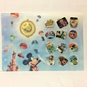 Lot de 12 Pin' s Disney avec planche - Mickey + Pin's doré