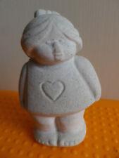 Marbell by Stone Art Belgium  Mädchen mit Herz  H 9 cm 200 g Skulptur Sandstein
