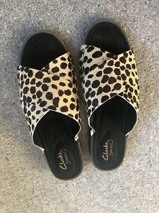 Clarks Leather Animal Print Sandals Shoes Size 5 Worn Once