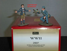BRITAINS 25027 RAF PILOT WITH MODEL SPITFIRE AIRCRAFT + CHILD TOY SOLDIER SET