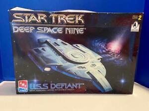 AMT Ertl STAR TREK Deep Space Nine USS Defiant MODEL KIT, Open Box