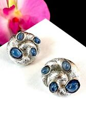 CROWN TRIFARI SAPPHIRE BLUE GRIPOIX CABOCHON MOGHUL INDIA COILED SNAKE EARRINGS