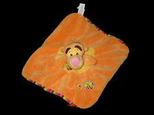 Doudou carré plat Tigrou orange jaune rayé étiquette abeille Disney Baby Nicotoy