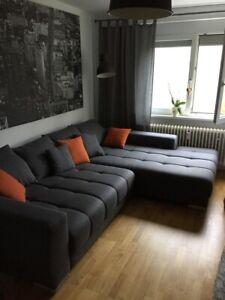 Boxspring Schlaf Sofa Stoff elektr. ausfahrbar grau mit Kissen