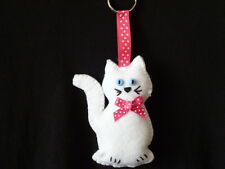 ***HAND MADE ***1 X FELT WHITE CAT with PINK BOW  KEYRING***