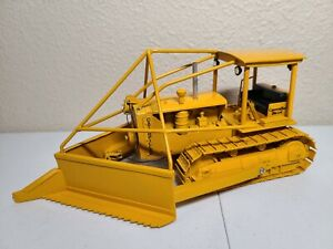 Caterpillar Cat D8 Dozer with Land Clearing Blade - Sherwood Models 1:25 Scale