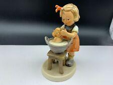 Hummel Figur 319 Puppenbad 13 cm. 1 Wahl. Top Zustand