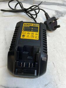 DEWALT DCB100 10.8v XR LI-ION BATTERY CHARGER