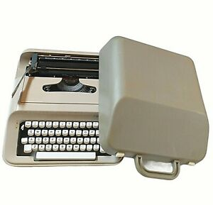 Vintage Underwood 319 Portable Manual Typewriter with Original Case